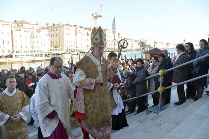 VENEZIA 21/11/12 - festa della salute il patriarca Francesco Moraglia celebra la messa.